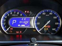 ブルーカラーが印象的なメーターパネル。高級車にも使われるファインビジョンメーターで昼夜を問わず明るい視認性。走行約41,220キロ。