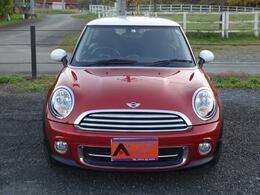 ボディーカラーはオレンジ!MINIのロゴも◎360°どこから見ても可愛い車です☆
