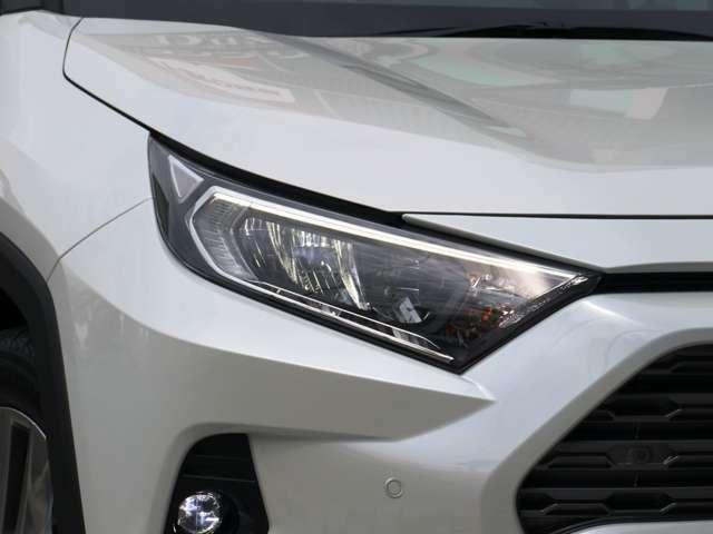 純正LEDヘッドライト付き☆プロジェクター式なので暗い夜道でも光が定まり非常に見やすくなっております。