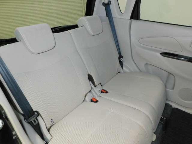 後部座席もゆったりとお乗り頂けます。