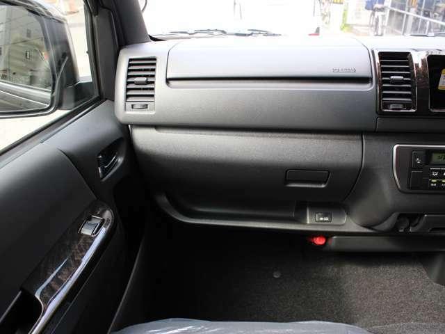オプションとして、ドライブレコーダーの販売&取付やガラスフィルムの施工も承ります!!是非ご利用ください!!