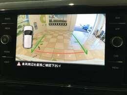 あんしんのバックカメラ付き!左側の車両のデザインでコーナーセンサーを視覚的に表示します!