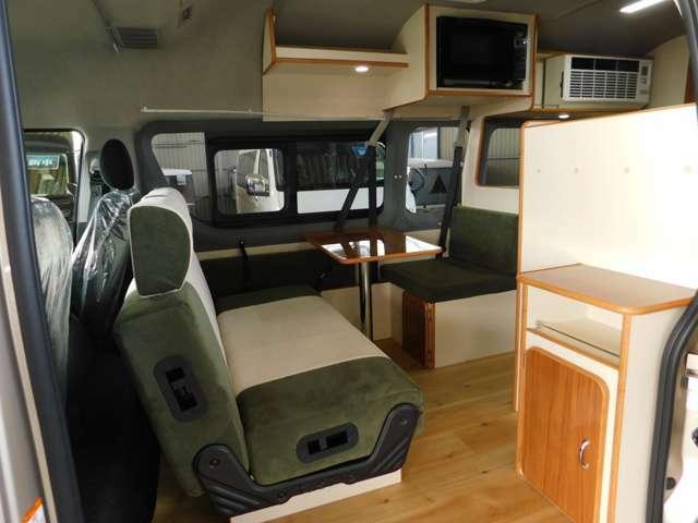 セカンドシートは前向き・後ろ向き・ベッドへと展開が可能