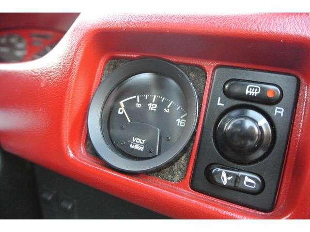 電動格納ミラーにはサイドミラーヒーターも装備されています。
