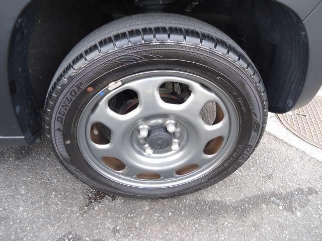 タイヤの残溝は4本とも十分残っておりますので、まだまだ使用可能です!