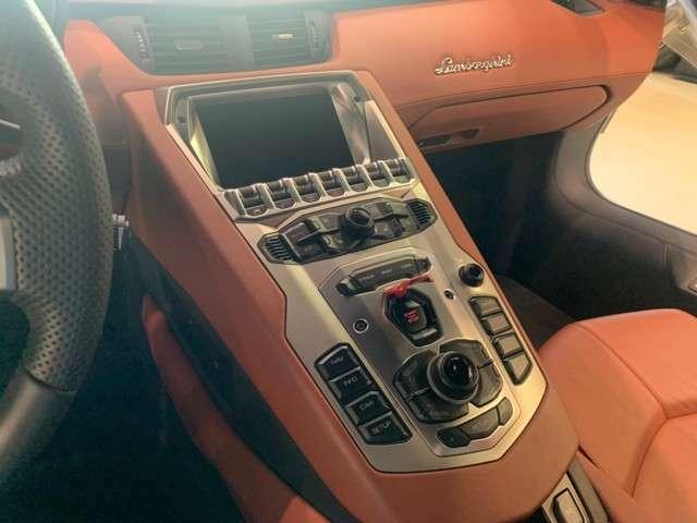 iphone接続キット装着車輌。