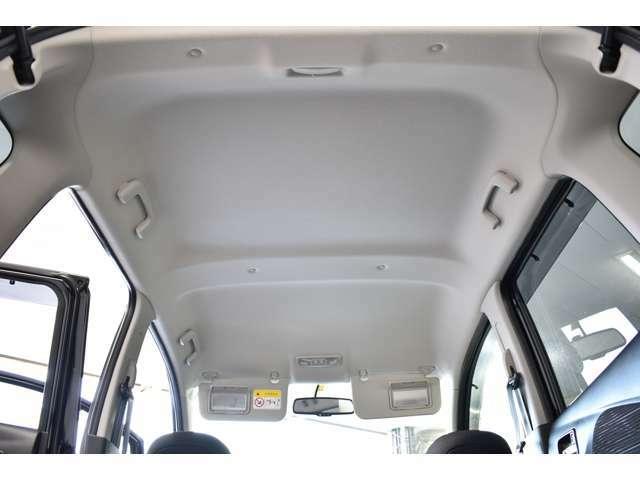 クリーンな天井!快適な車内でドライブをお楽しみください!