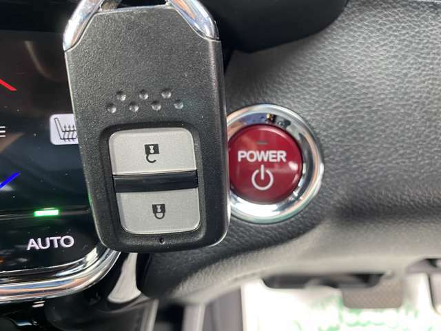【スマートキー&プッシュスタート】エンジンの始動、停止をボタンひとつで簡単操作!!ドアの開閉も鍵をカバンやポケットに入れたまま操作できとっても便利!!