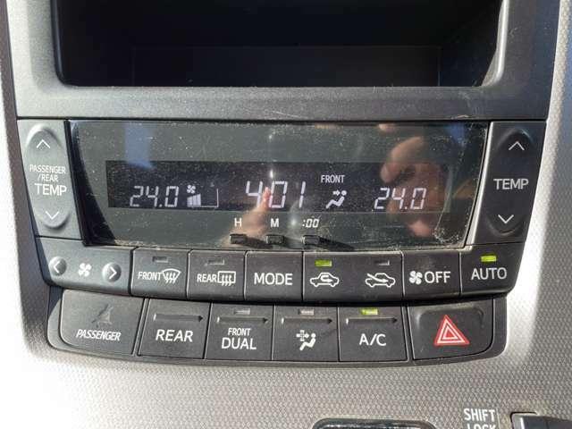 左右独立型エアコンなので、運転席と助手席で温度を変えることができます!