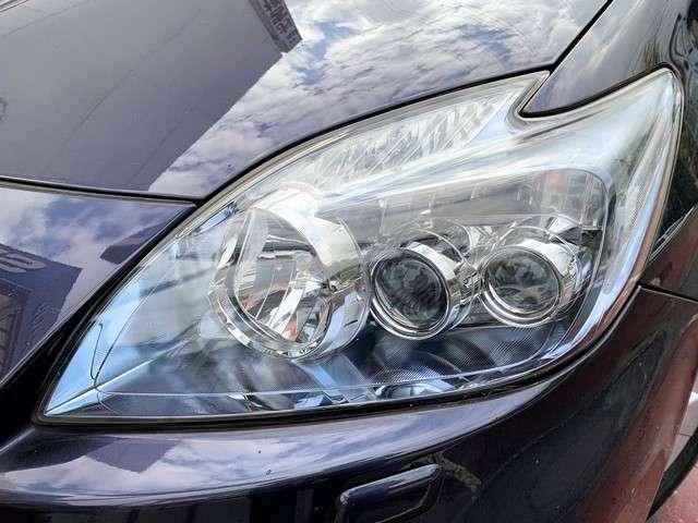 クリアできれいなヘッドライト♪ヘッドライトがきれいだと車のイメージも良くなりますよね♪純正LEDヘッドライト♪ハウジングが薄いブルーに成っておりECOなイメージです♪