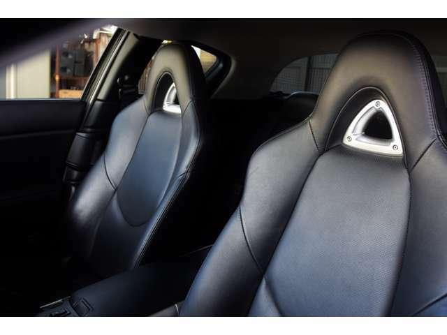ルームクリーニング済みです。レザーシート専用の洗浄剤にて洗い保護クリームにて保湿し車内の汚れをスッキリ落とし清潔な車内空間を作り出しています!
