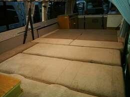 広々としたベッドスペース 245cm×165cm