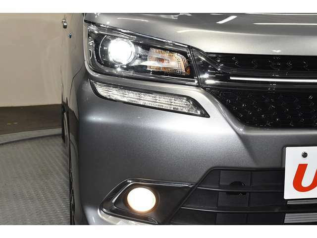 暗い夜道も明るく照らす『LEDヘッドランプ&ビルトインフォグランプ』☆☆夜のドライブも視界は良好で安全運転の強いミカタです☆☆
