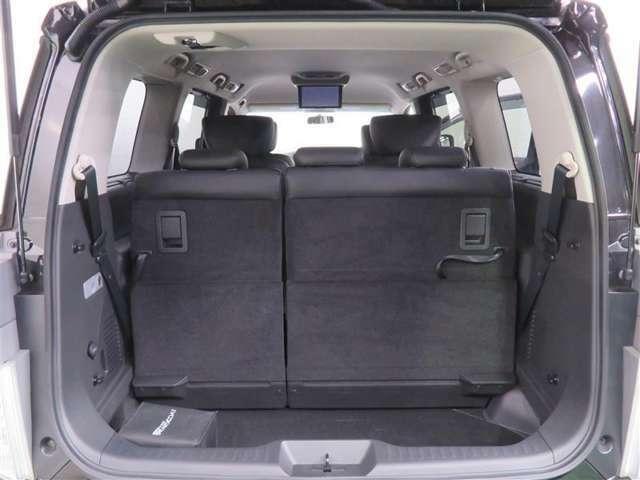 シートアレンジで広々使えるラゲッジスペース。たくさん荷物を載せる時、大人数で乗車する時で使い分け可能です☆