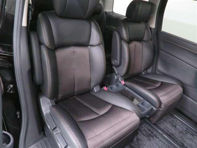 座り心地のよいシート。広い室内で居住性に優れています。