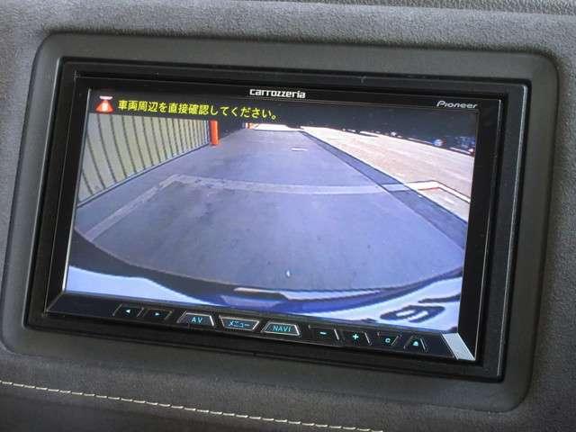 バックをするとき自動でリアの様子が映る『リアカメラ』付き! ナビ画面で確認しながらバックができますから安心ですね。でも、目視も大切ですよ!安全第一でお願いします!