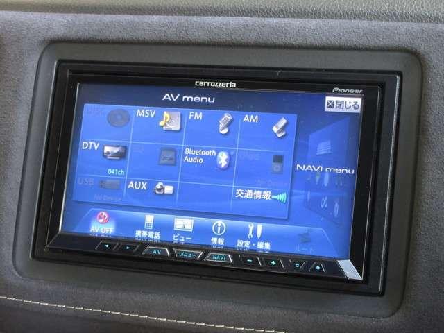 ナビゲーションはパイオニア製HDDナビ(AVIC-ZH09)を装着しております。AM、FM、CD、DVD再生、Bluetooth、音楽録音再生、フルセグTVがご使用いただけます。初めて訪れた場所でも道に迷わず安心ですね!