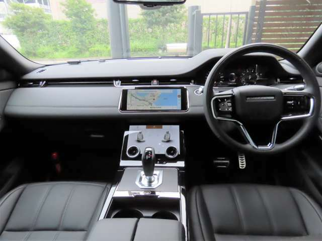 【12way電動調整シート・シートヒーター メーカーオプション参考価格58,000円】シートは質感の高いパーフォレイテッドグレインレザーシートを採用!