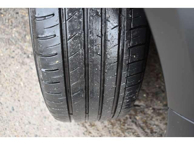 タイヤの残量は7分山程度です