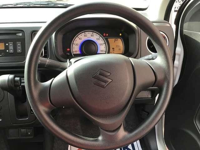 スッキリとしたステアリングでスムーズな運転ができます!ハンドルカバーなどで個性を出しても良し!