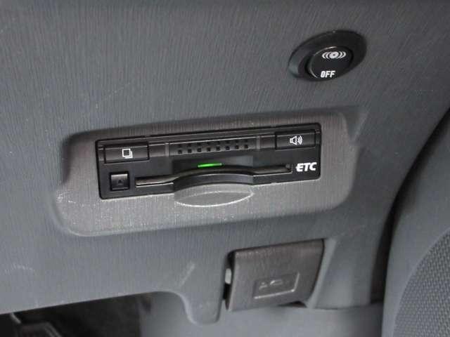 高速道路の必須アイテムのETC付きです!料金所もノンストップで通行できて、高速料金の割引きなどドライブのサポートをしてくれます♪