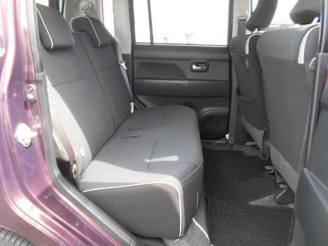 後席も足元が広くゆったりとした空間ですので長距離ドライブでも快適ですね♪