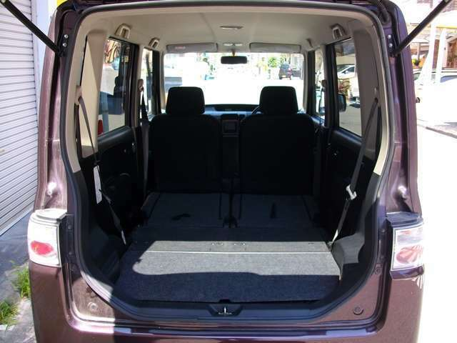 収納式リアシート車で大容量の荷物も安心!