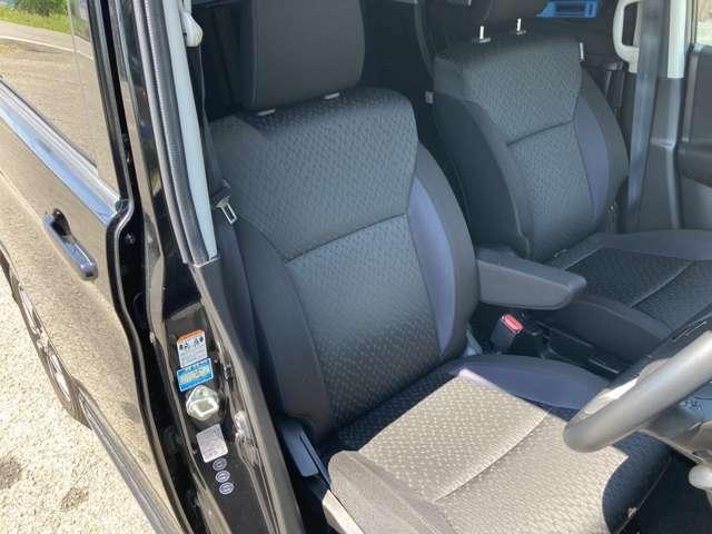 運転席に肘置きは地味にありがたいですね。