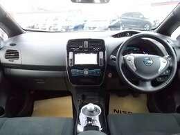 電気自動車ならではの先進的なデザインのインテリア。