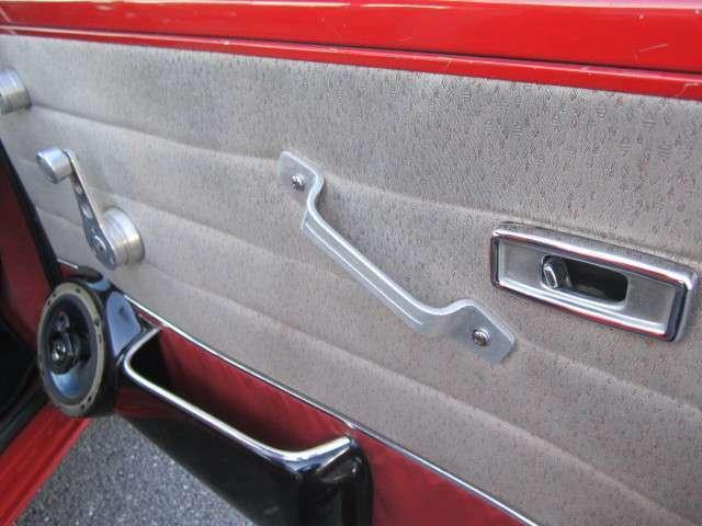 内装各所クラシックなデザインで現代の車では感じられないおもむきがあります。