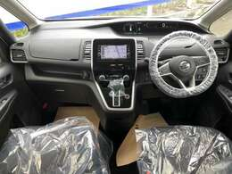 気持ちよく視界広がる、開放的な運転席