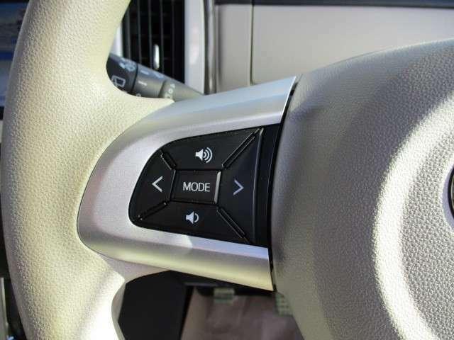 ハンドルにオーディオスイッチが装着されてます。簡単に音量操作などができますので大変便利です。