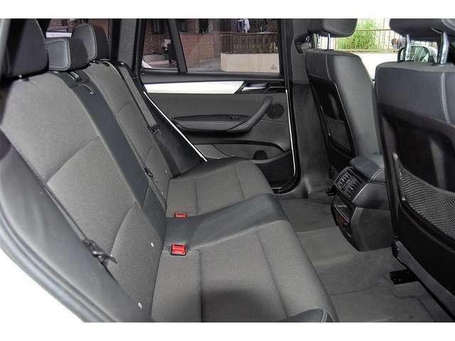■広い室内でリアシートも使用感少なく気持ち良くお乗りいただけます。