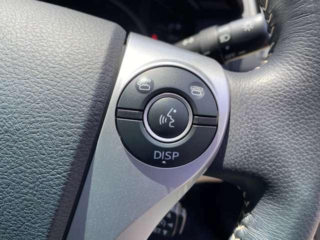 <ステアリングスイッチ>音量調整や通話の応答がハンドルを離さずボタン一つで可能♪ ナビの操作も手元でOK!