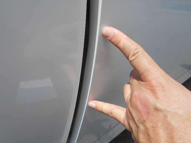 運転席ドアエッジの小傷です。
