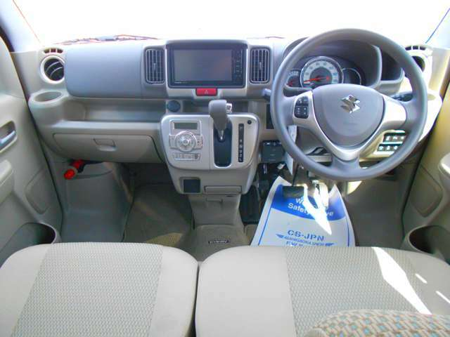 室内もほとんど使用感がありません!まだまだ新車の香りがするお車です!