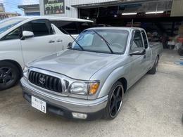 米国トヨタ タコマ エクストラキャブ 2.4 3インチローダウン 19インチアルミ