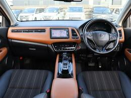 【 前席全体 】シートで、カラーで、表情を変える。ヴェゼルの室内空間。