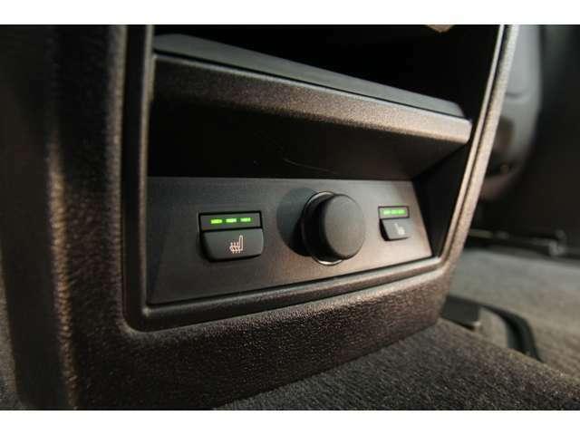 メーカーオプション:後席用シートヒーター、センターコンソール電源ソケット