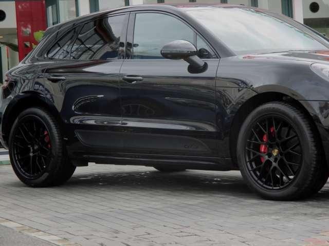20インチRSスパイダーデザインホイール(サテンブラック) ホイールサイズ:フロント9J×20 リア10J×20 タイヤサイズ:フロント265/45R20 リア295/40R20 スチール製スプリングサスペンション