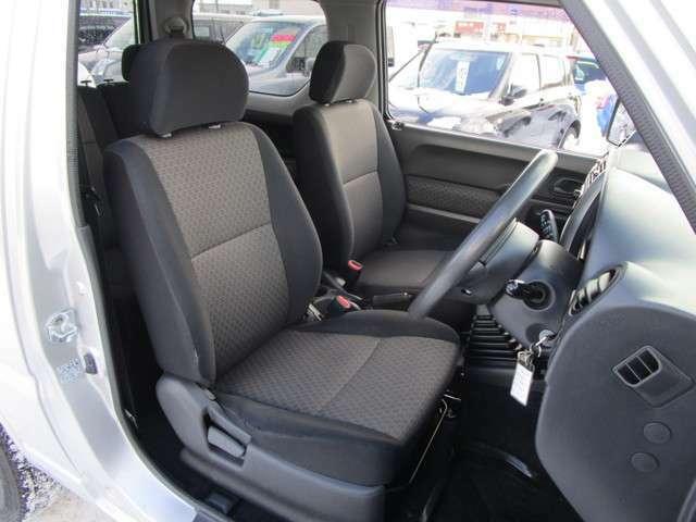 ほど良くホールドされるフロントシート!※運転席シートにスレがあります。