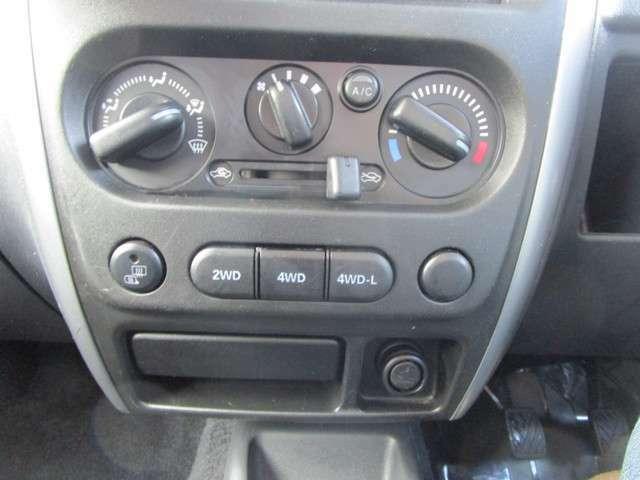 エアコンパネル!便利なミラーヒーター機能付き!4WD切替スイッチ!