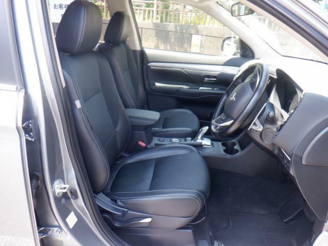 フロントシートも状態良好ですよ。大きな汚れもなく、安心です。座り心地もいいですよ。