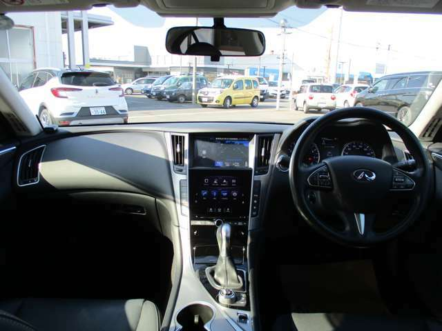 黒を基調とした高級感のある車内!
