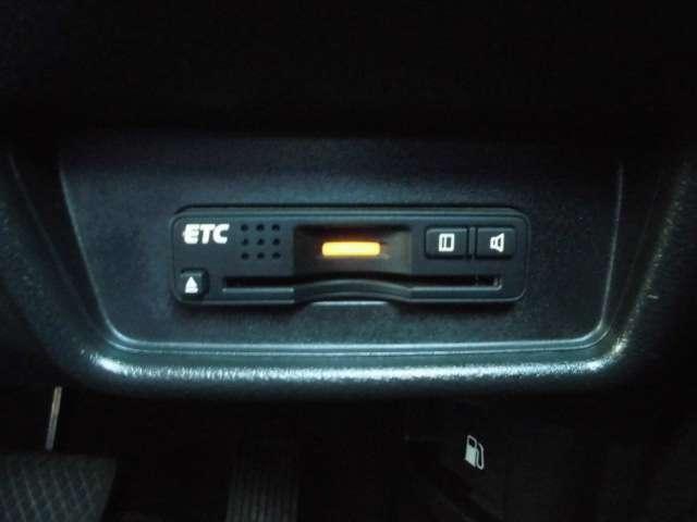 【ETC】高速道路などで便利なETCが付いてます!料金所の通過もラクラク♪高速料金も割引になって嬉しいですね♪お財布にもやさしくてとっても経済的にドライブ出来ます!!今や必需品かもしれないですね!