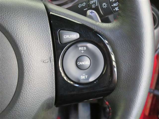 高速道路で便利な「クルーズコントロール」も装着済み。自動で速度を保ってくれるので、長距離運転もストレスフリー♪
