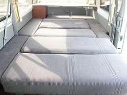 広々としたダイネットベッド!就寝人数3名!256cm×142cm!