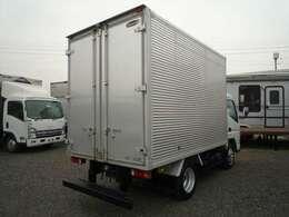 最大積載量2000Kg 車両総重量4805Kg