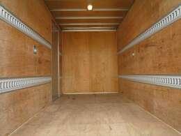 荷室内寸 長さ314cm幅178cm高さ205.5cm