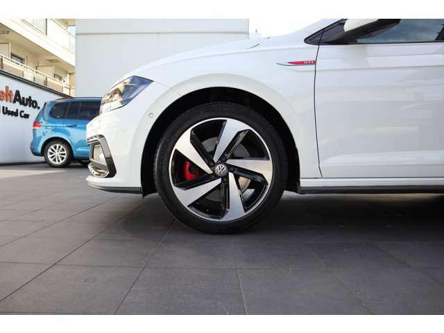 ■左前タイヤ・ホイール状態 気になる傷などがございましたら、商談の際にお気軽にご相談下さい。